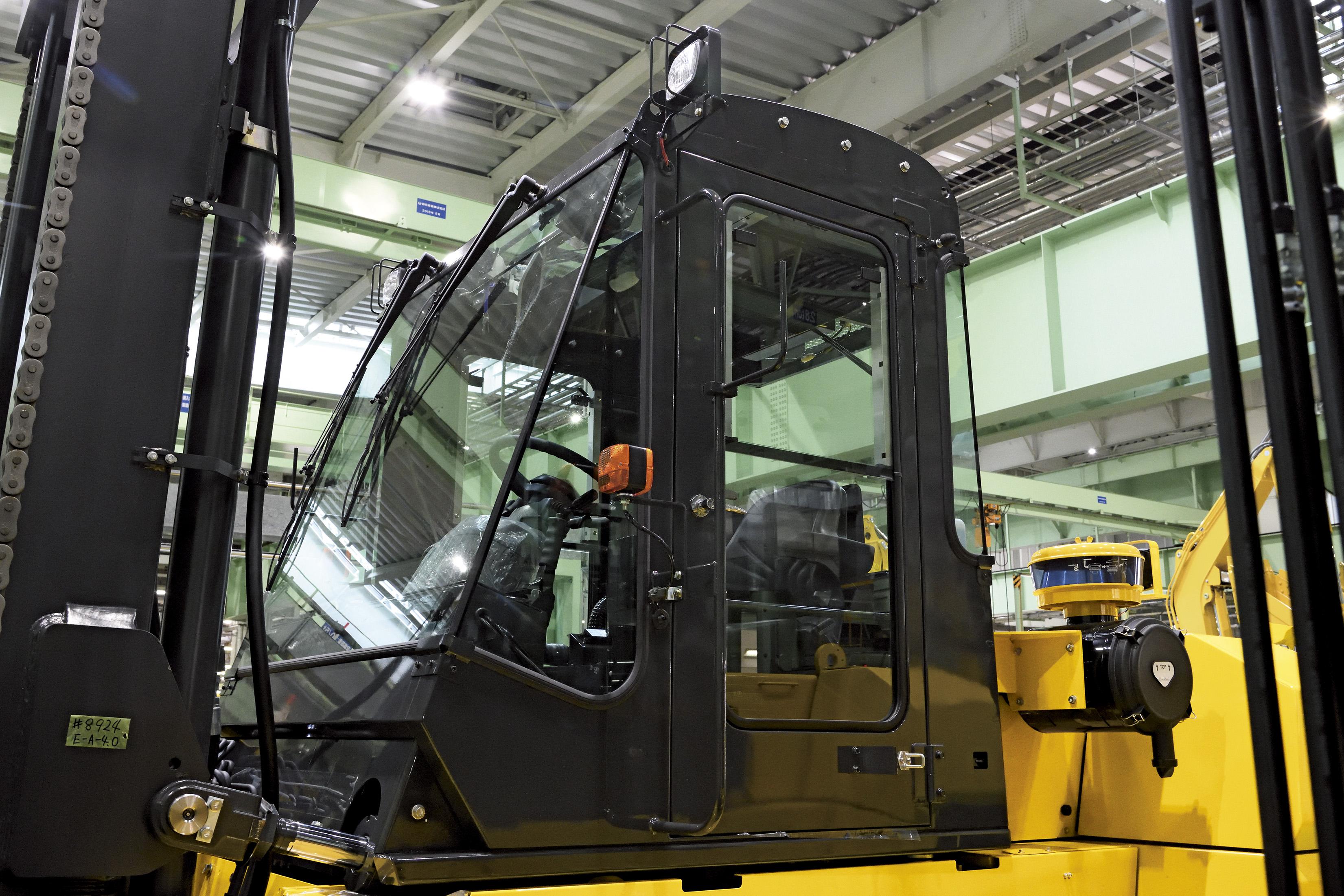 Komatsu EX Series - 10 to 16 Tonne Capacity IC Engine Forklift